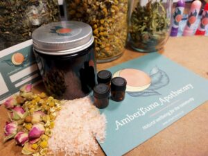 Aromatherapy and Herbs for Wellbeing: Make your own therapeutic products